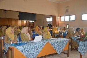 dengan antusias peserta seminar mendengar pemaparan nara sumber